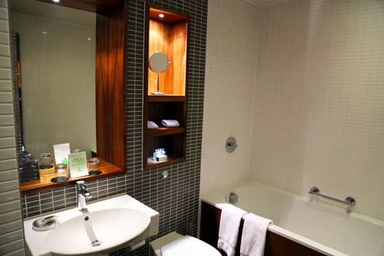 Edinburgh Luxury accommodation, Fraser Suites bathroom